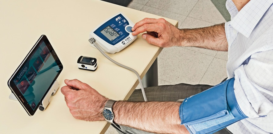 Heart failure patients in the Telehome Monitoring program use a simple wireless package to measure and transmit key health indicators to nurses at the University of Ottawa Heart Institute. The devices include a blood pressure monitor, weight scale and optional pulse oximeter, all connected via tablet.